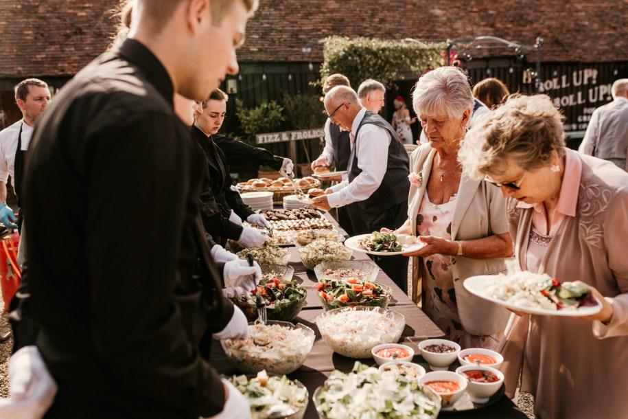 organise a garden party - tip to plan a simple wedding