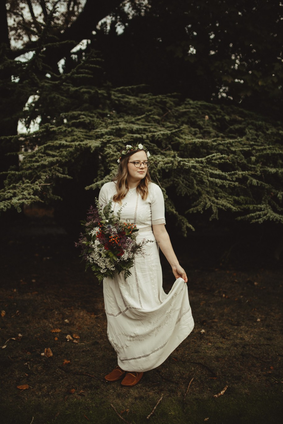 bride with her bohemian wedding bouquet in the winter