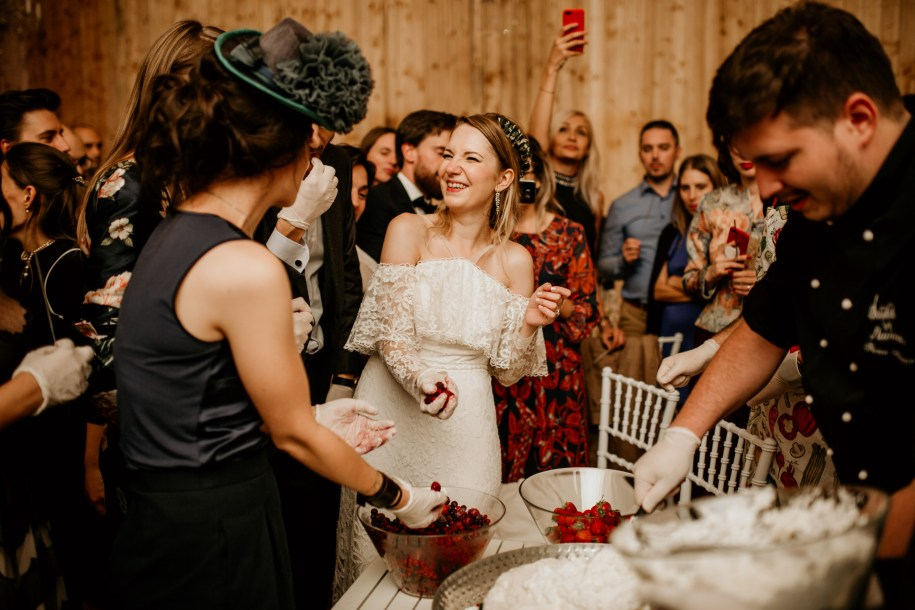 wedding reception idea making your own wedding cake with your guests