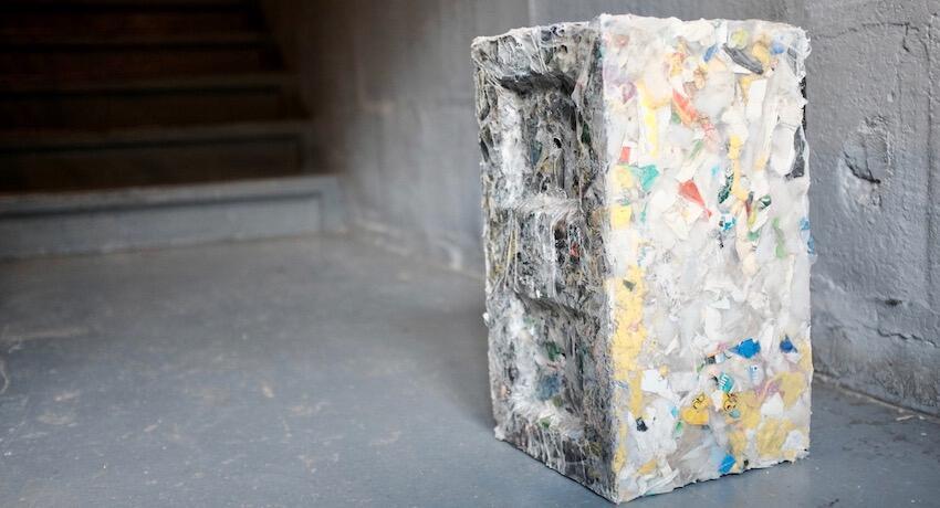 Ladrillos de desechos reciclados para la construcción de casas ecológicas