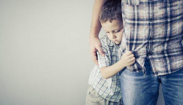 مشكلة الخجل عند طفلك.. 4 نصائح تربوية للتغلب عليها
