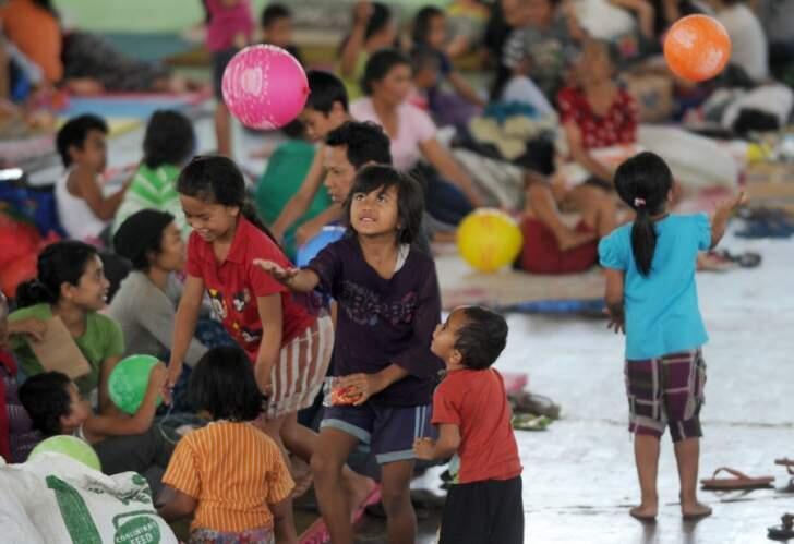 فرار المئات من منازلهم بإندونيسيا بعد تحذيرات من ثوران بركان