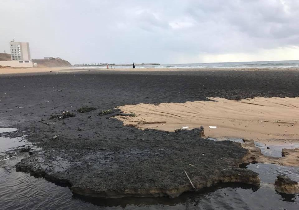 الصرف الصحي يصب في الرملة البيضاء… تلويث وتدمير ممنهج!