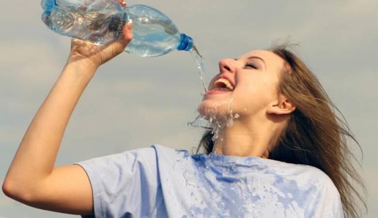للنساء .. شرب الماء بكثرة يحمي من الالتهاب!