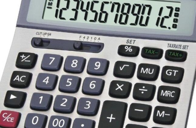 مخترع الآلة الحاسبة هو بليز باسكال الفرنسي سنة 1785 م