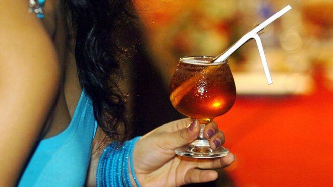 بعد 60 عاماً سريلانكا تسمح للنساء بشراء الكحول