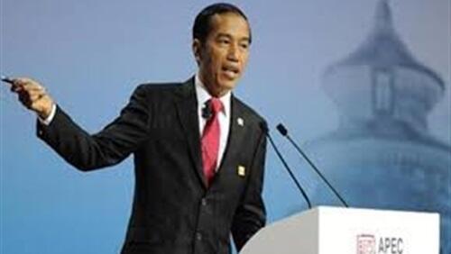 رئيس إندونيسيا يعد بتطهير أحد أكثر أنهار العالم تلوثا في 7 أعوام