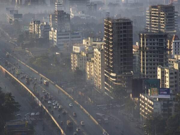 يعادل التنفس في مدينة مومباي الواقعة في الهند تدخين علبتين من السجائر؛ وذلك لكثرة تلوّثها