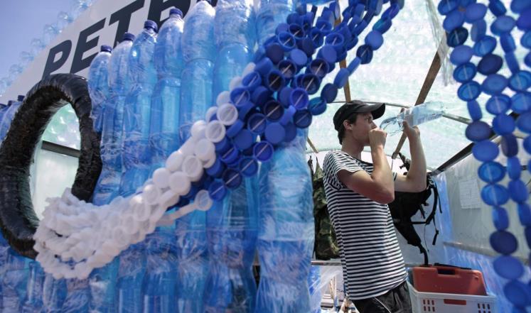 بلاستيك في قوارير مياه الشرب .. ومنظمة الصحة تتحرّك!