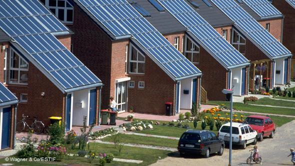 قرار أميركي بتركيب الخلايا الشمسية على أسطح المنازل كافة !