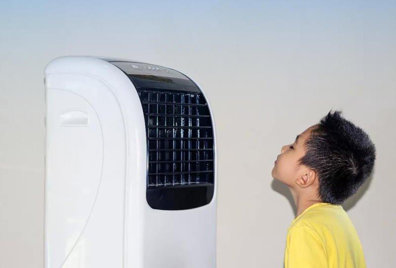 كيف تحمين طفلك من نزلات البرد التي يسببها المكيف في الصيف؟