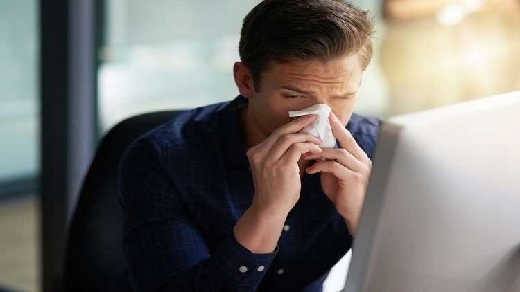 العلم يفسر سبب سرعة شفاء الرجال من الإنفلونزا