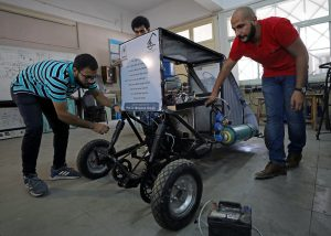 طلاب مصريون يصممون سيارة تعمل بطاقة الهواء