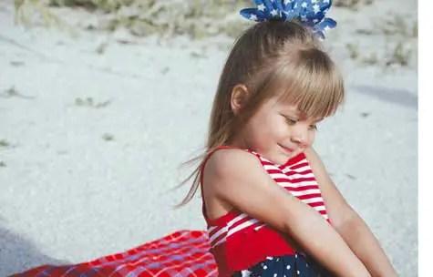 beach child sunscreen