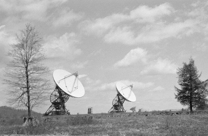 the 85-2 and 85-3 radio telescopes