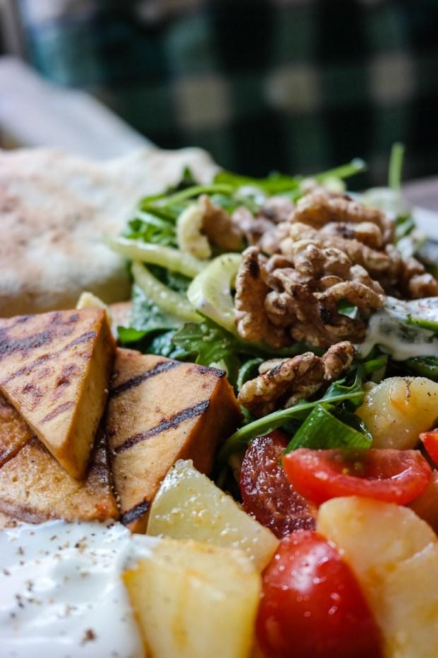 Om du kan grille tofu? Klart du kan! Det er fantastisk! Her er tips til marinade og fremgangsmåte.