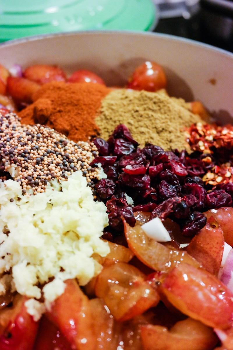 Lyst på noe godt gjennom vinteren? Kok chutney av ferske plommer og masse gode krydder.