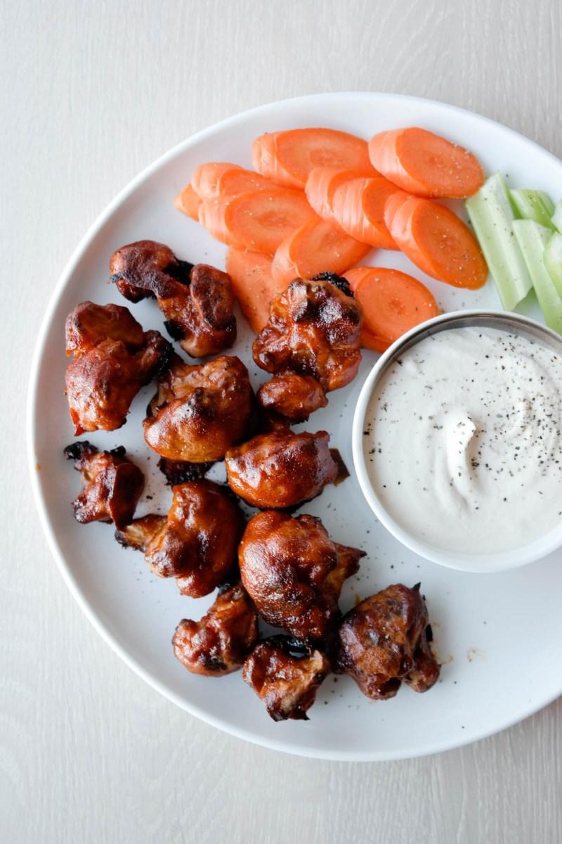 Tidenes snack, eller? Veganske cauliflower wings / blomkålwings med BBQ-saus is so so so so so SO GOOD, som amerikanerne ville sagt!