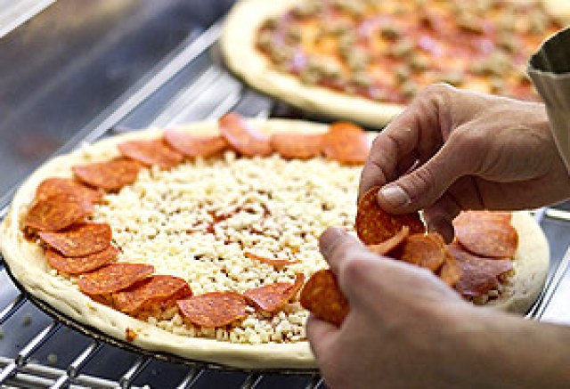 4 Steps to Making a Wood-Fire Pizzas