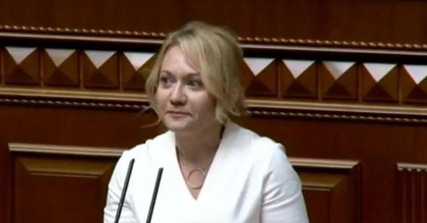 Белькова сложила мандат нардепа и ушла из Рады под аплодисменты
