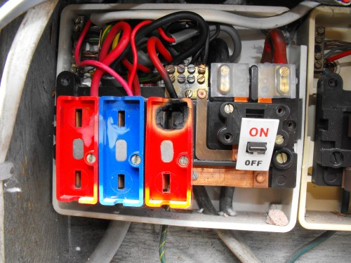 small resolution of overheated conductor due to loose connection wylex 3036 fuseboard