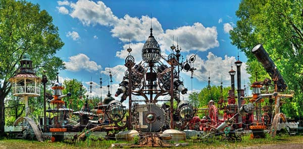 Forevertron – An Entire park made of scrap