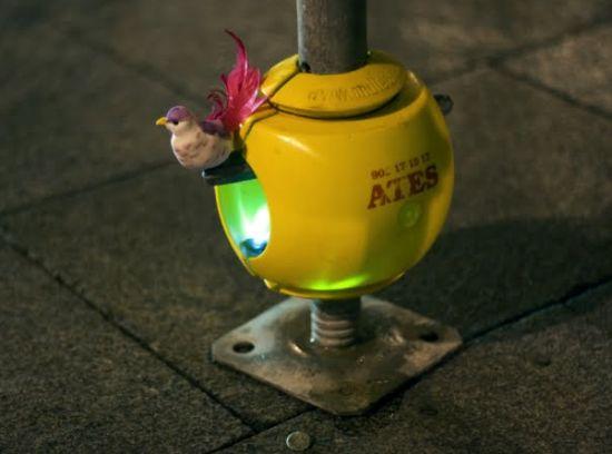 luzinterruptus urban nest light art installation 2
