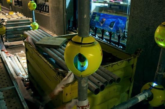 luzinterruptus urban nest light art installation 9