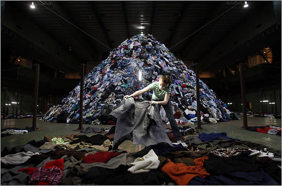 no mans land recycled clothes installation 1