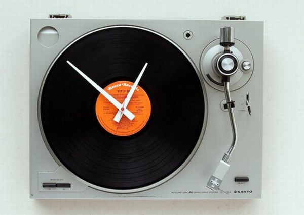 Old Turntables retro wall clocks