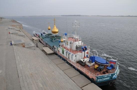 prince saint vladimir self propelled church boat 2