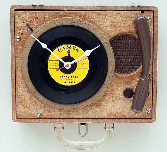 recycled pioneer record player clock
