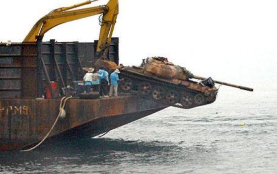 royal thai army dumps disused tanks in ocean to cr