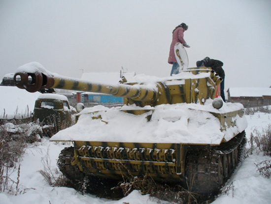 russian artisan creates ww2 armored division from