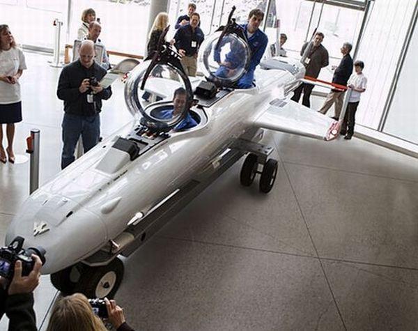 Super Falcon submarine dives airplane style