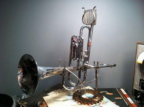 trumpet speaker