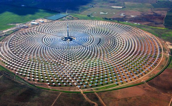 Molten salt solar power plants