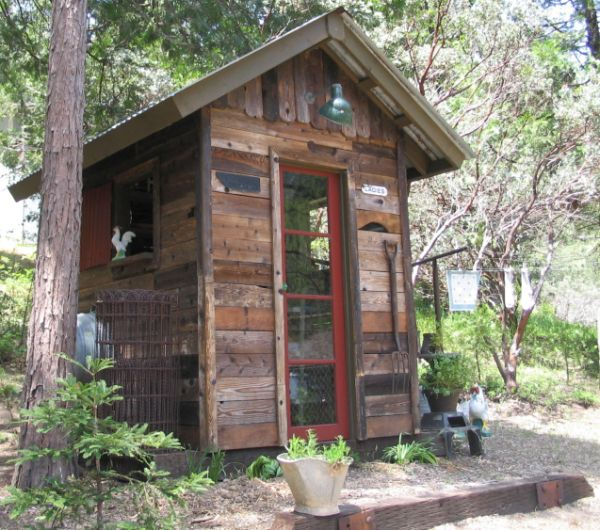 How to build a shed from recycled wood