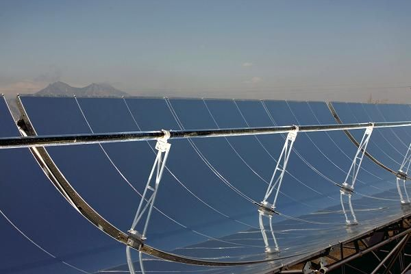 concentrated solar thermal energy generation systems