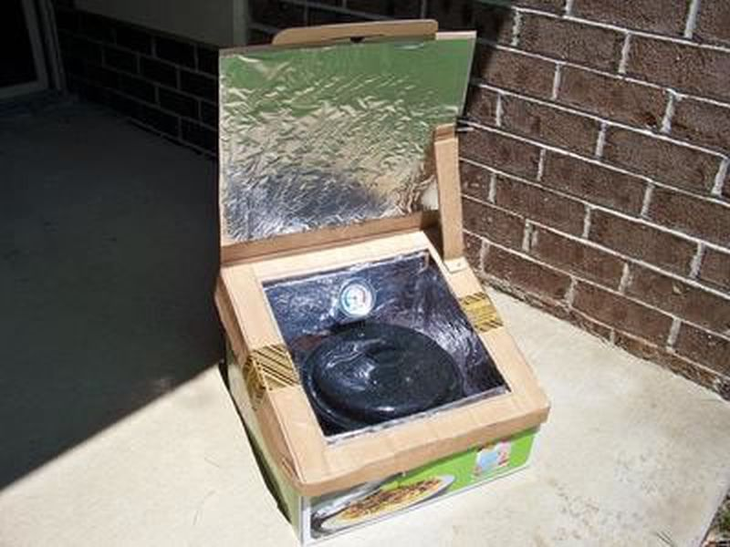 Solar-powered oven