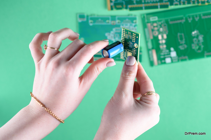 eco-friendly jewelry using discarded PCB