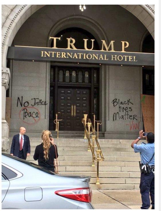 graffitti-at-trump-hotel