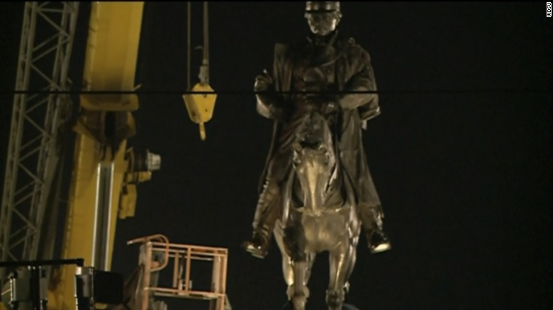 Workers remove statue of Gen. P.G. T. Beauregard