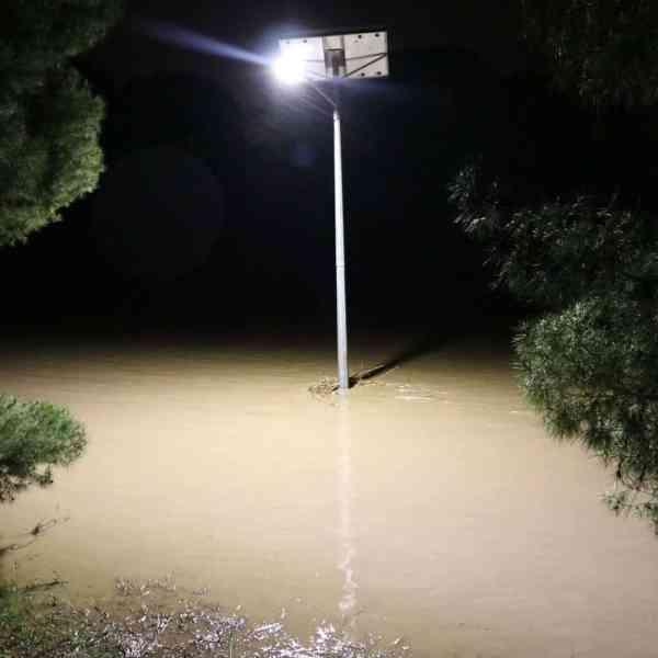 Solar street lights flood resistance - Hewett SA