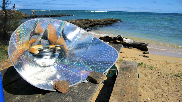 Off Grid Living DIY Stove - Solar Cooker with Hot Dogs
