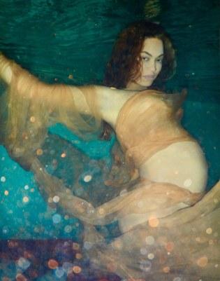 01-beyonce-underwater-pregnant