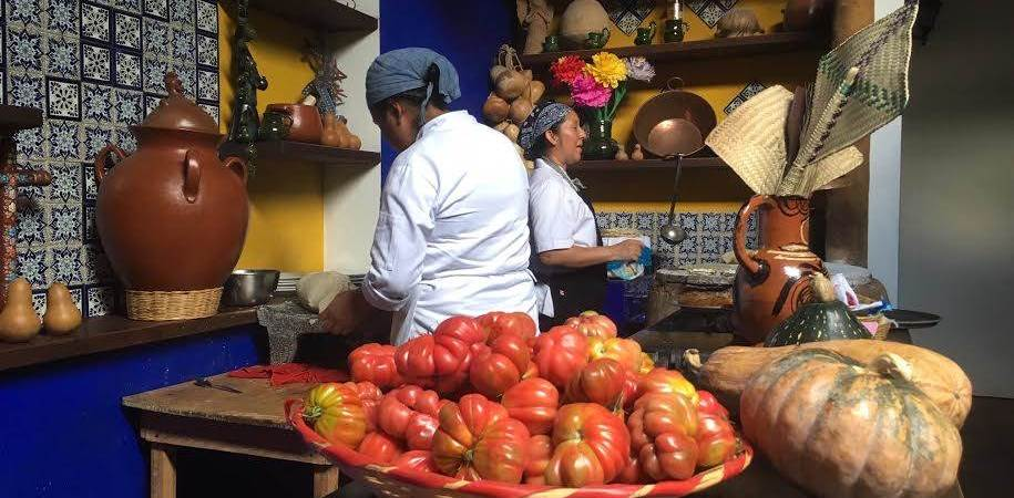 Cooking tomatoes to protect the climate