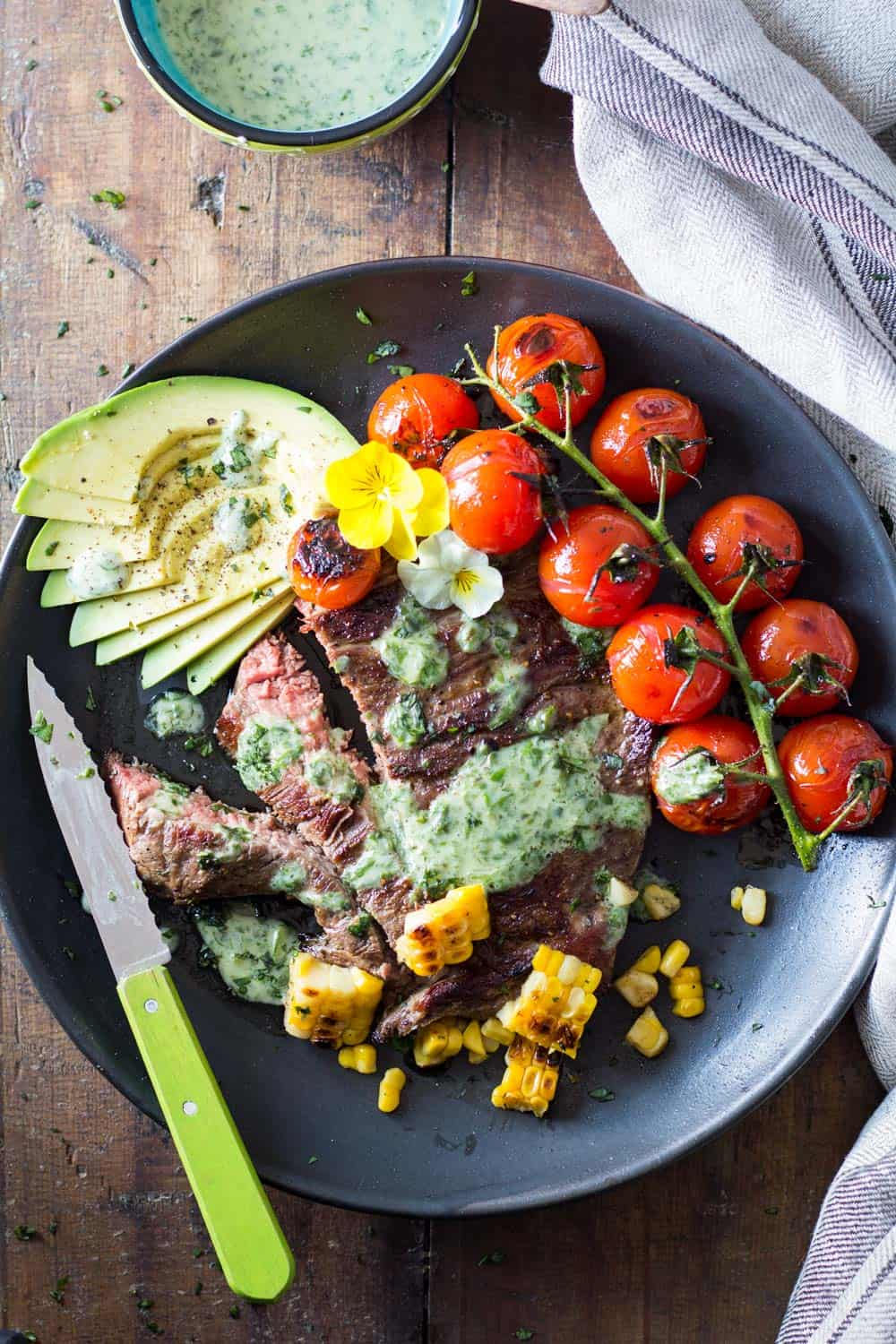 Let the grilling season begin! In need of a healthy, quick and easy recipe? I've got you covered: Skirt Steak with Basil Cream and Grilled Tomatoes!