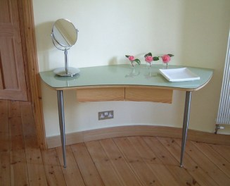 Curved dressing table
