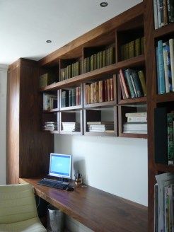 Shelving unit combined with a desk